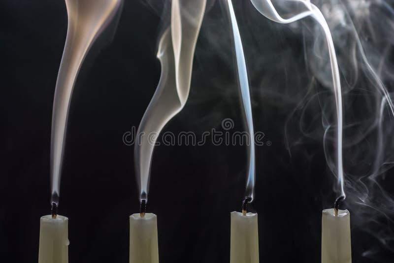 Quando o Natal é excedente, as velas estão fundidas para fora imagens de stock royalty free