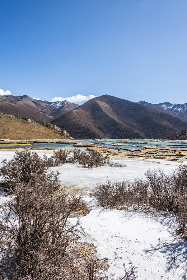 Quanhua solbränna förkalkat damm arkivbilder