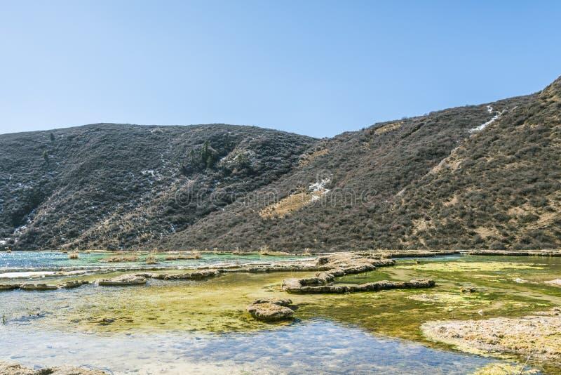 Quanhua solbränna förkalkat damm arkivbild