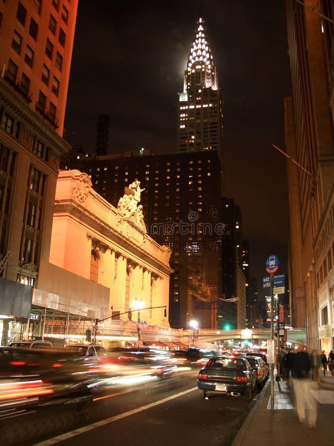 quarante-deuxième rue par nuit image stock