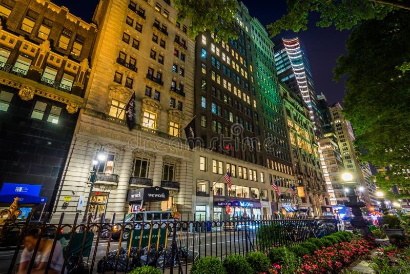 quarantième rue la nuit, chez Bryant Park dans Midtown Manhattan, New York City photo libre de droits