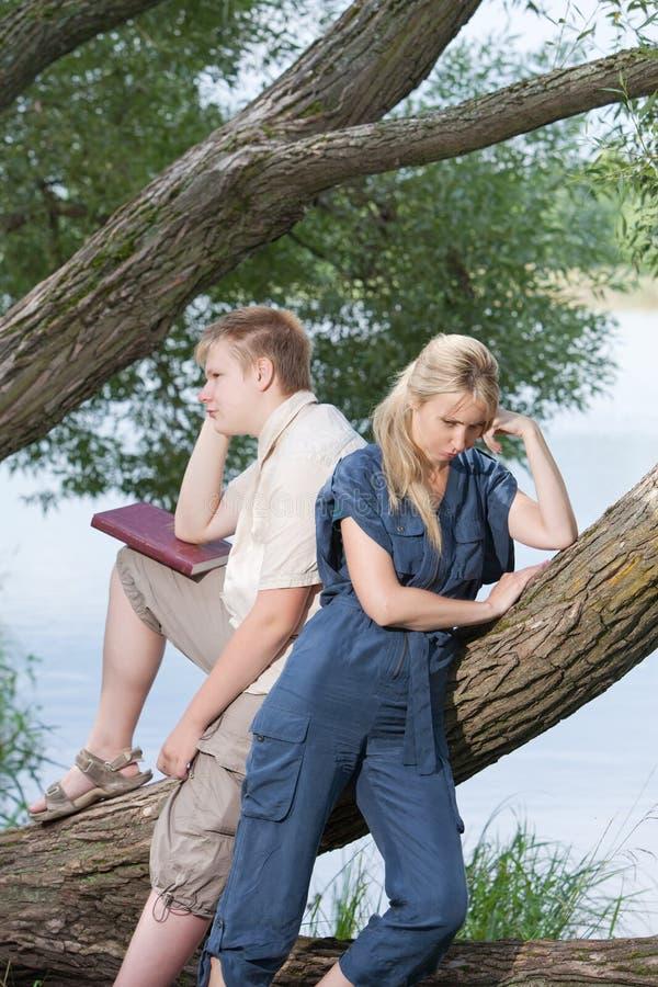 Quarrel.Youngs-Kerl und -mädchen lizenzfreie stockbilder