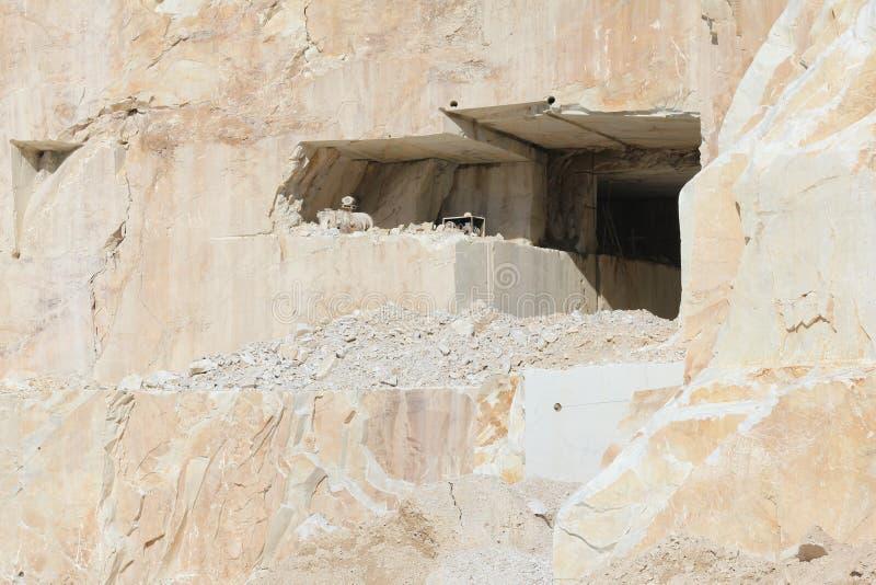 Quarrie de mármol Carrara Italia (entrada del quarrie) imágenes de archivo libres de regalías