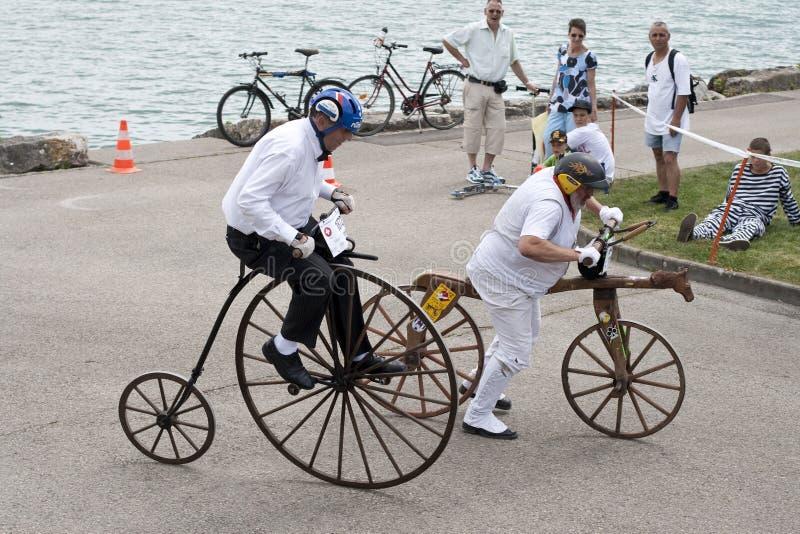 Quart de penny de penny et vélo antiques de poussée image libre de droits