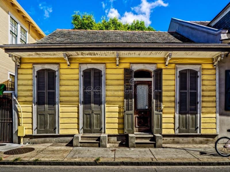 Quartier français la Nouvelle-Orléans de Chambre jaune de fusil de chasse photos libres de droits