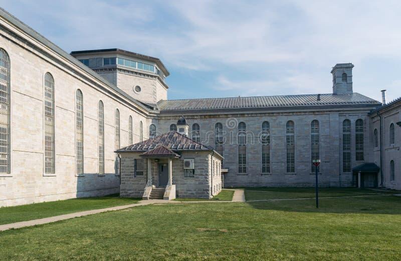 Quartiers cellulaires d'une prison du 19ème siècle désarmée image stock