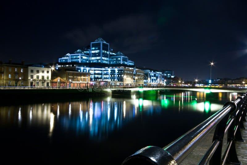 Quartiers des docks de Dublin la nuit photo libre de droits