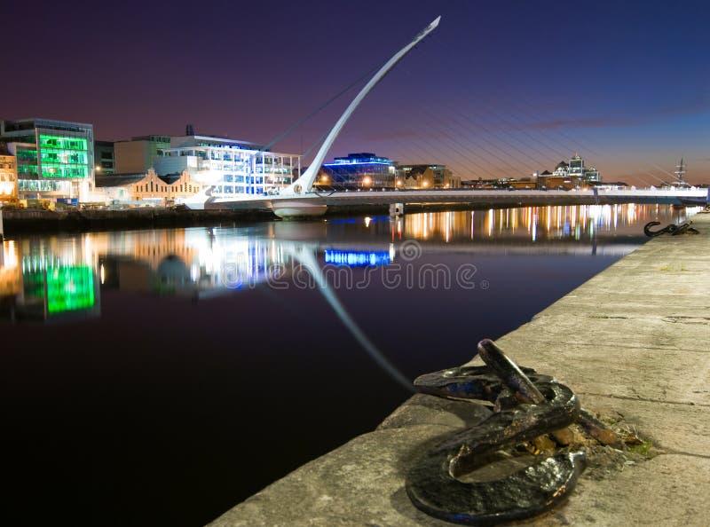 Quartiers des docks de Dublin par Night photo stock