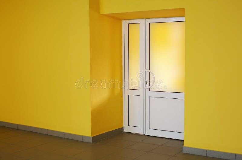 Quarto amarelo fotografia de stock