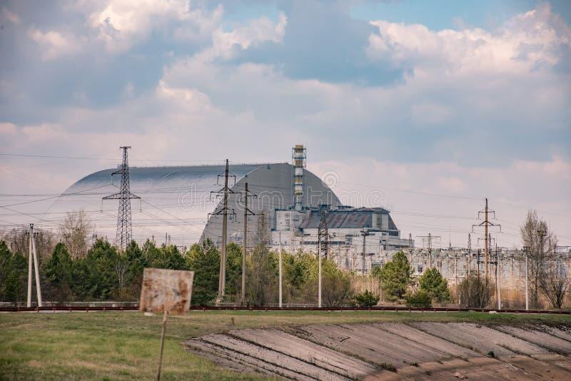 Quarto bloco de central nuclear de Chernobyl com abrigo novo do arco fotos de stock