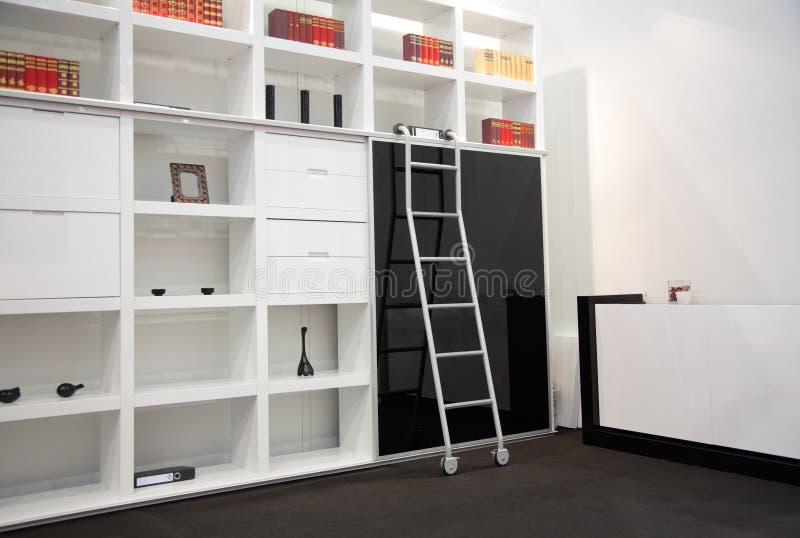 Quarto com gabinete do livro imagens de stock