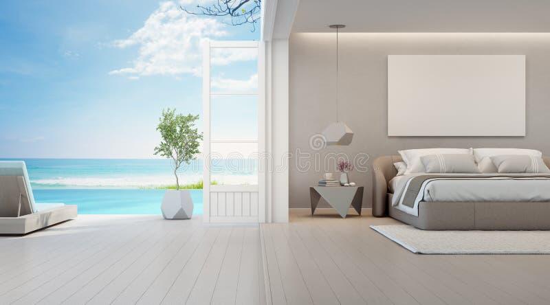Quarto da opinião do mar da casa de praia luxuosa do verão com cama de casal perto do terraço e da piscina de madeira do assoalho fotos de stock