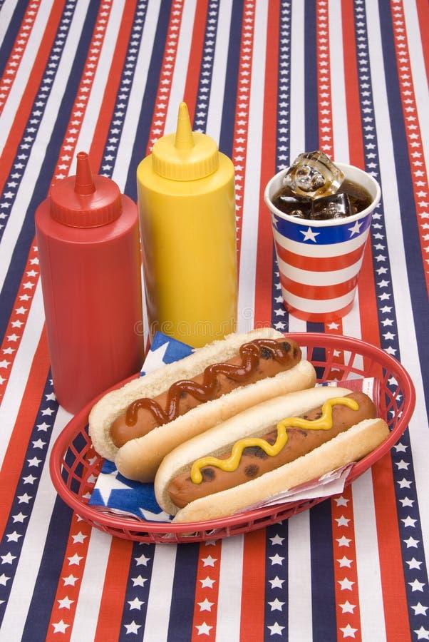 Quarto de hotdogs de julho foto de stock