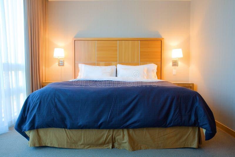 Quarto de hotel contemporâneo fotos de stock