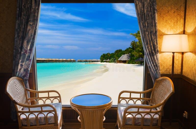 Quarto de hotel e paisagem tropical imagens de stock royalty free