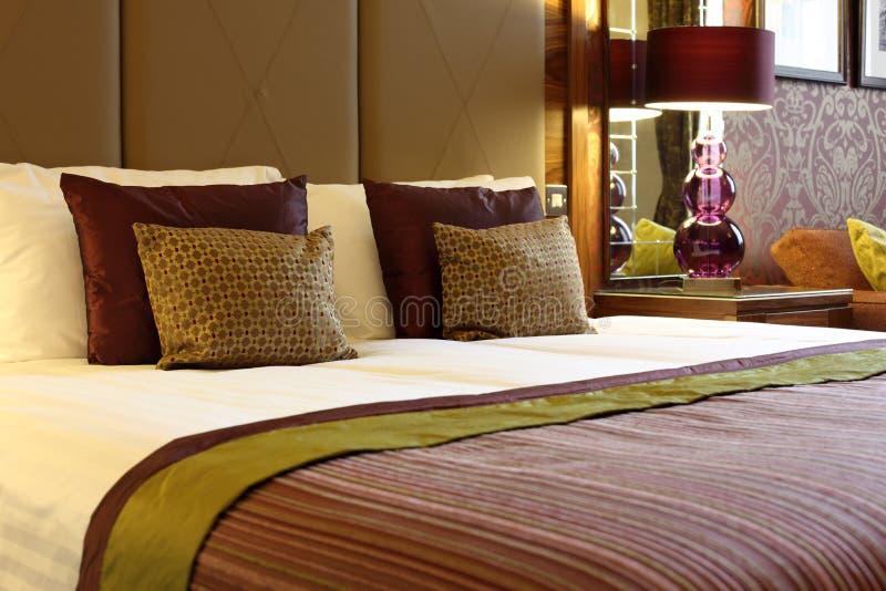 Quarto de hotel luxuoso fotos de stock royalty free