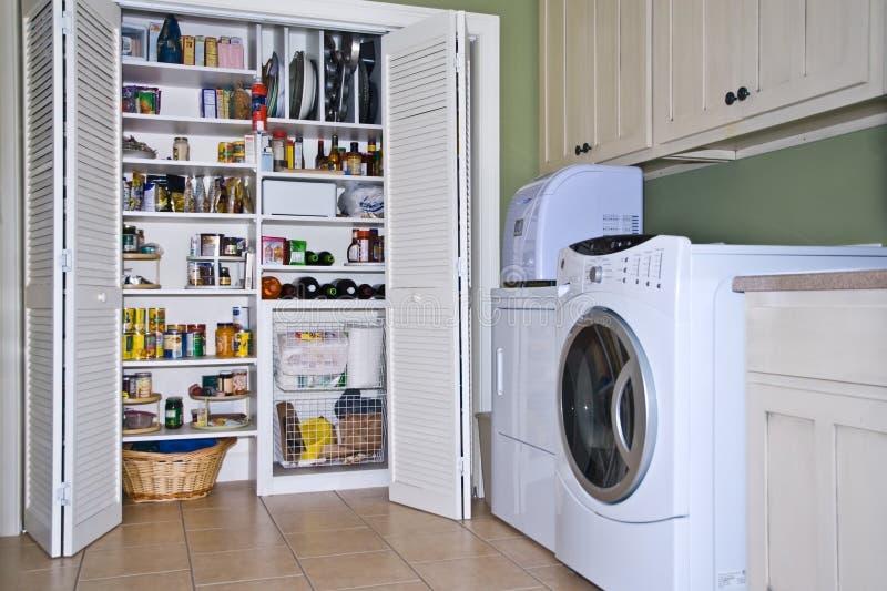 Quarto de lavanderia/despensa fotografia de stock royalty free