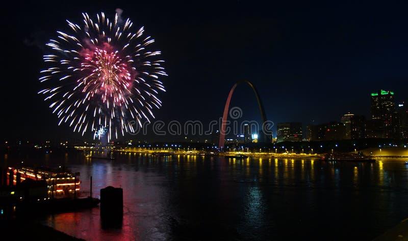 Quarto del Saint Louis dei fuochi d'artificio di luglio immagine stock