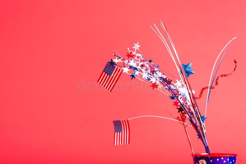 quarto delle decorazioni e delle bandiere americane di luglio fotografie stock libere da diritti