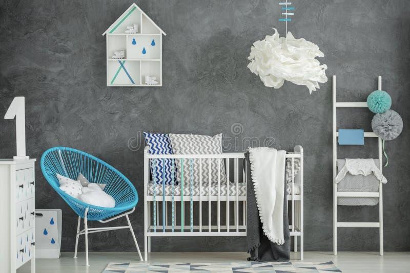 Quarto do bebê com muro de cimento imagem de stock royalty free