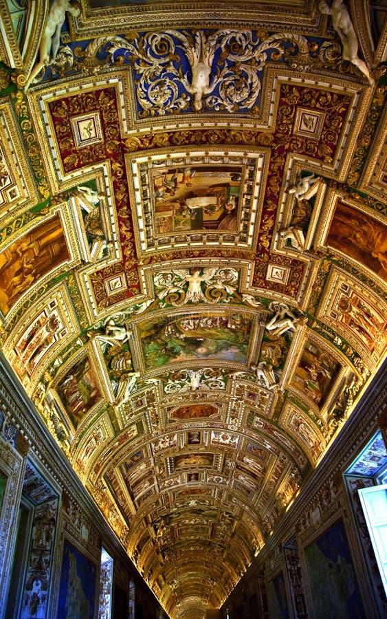 Quarto do mapa do museu de Vatican dentro do teto Roma Italy fotografia de stock