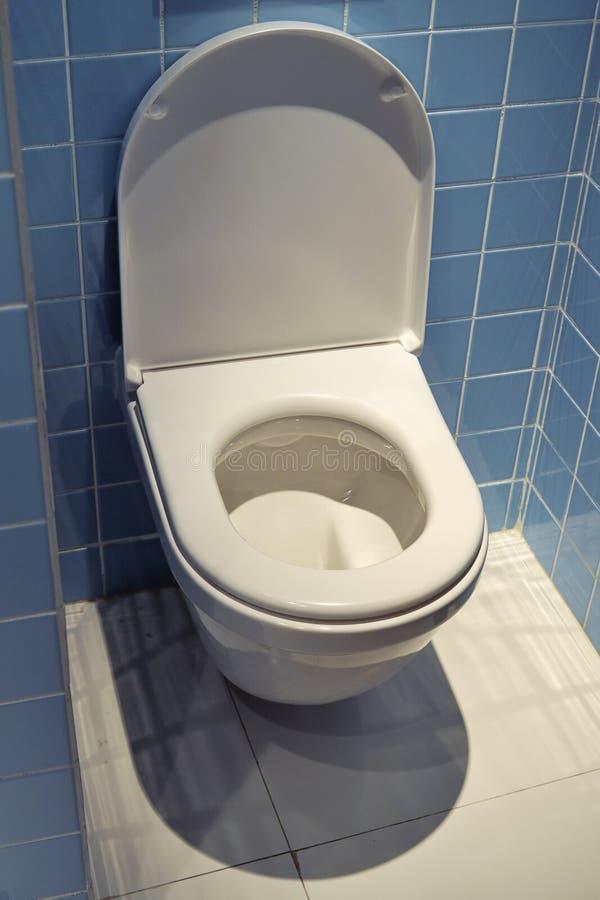 Quarto do toalete fotografia de stock royalty free