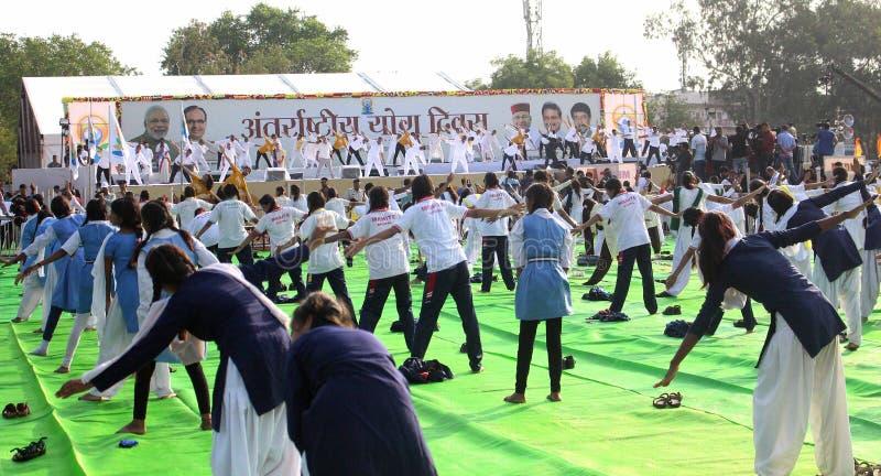 quarto giorno internazionale di yoga celebrato a Bhopal immagine stock