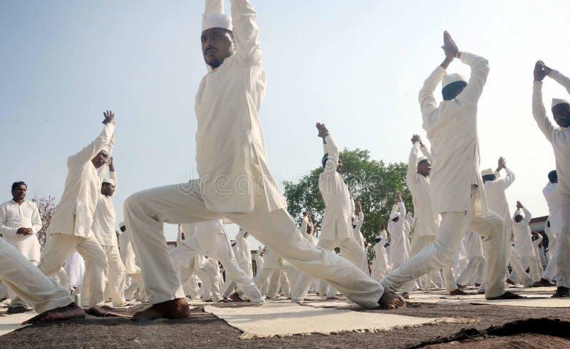 quarto giorno internazionale di yoga celebrato a Bhopal immagini stock