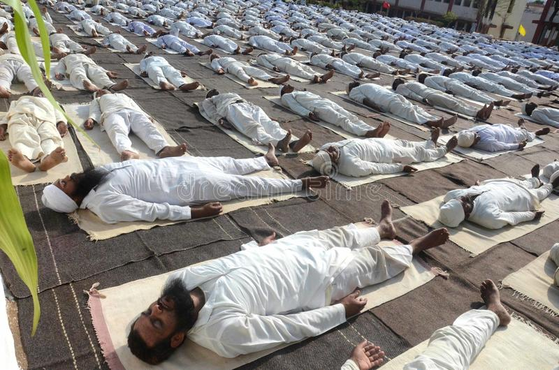 quarto giorno internazionale di yoga celebrato a Bhopal fotografia stock