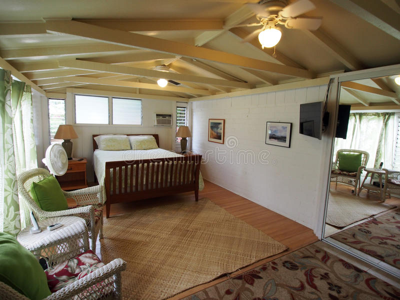 Quarto interno da casa de campo imagem de stock imagem de cortinas porta 67243623 - Cortinas para casa de campo ...