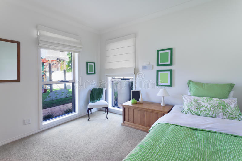 Quarto moderno na casa luxuoso foto de stock