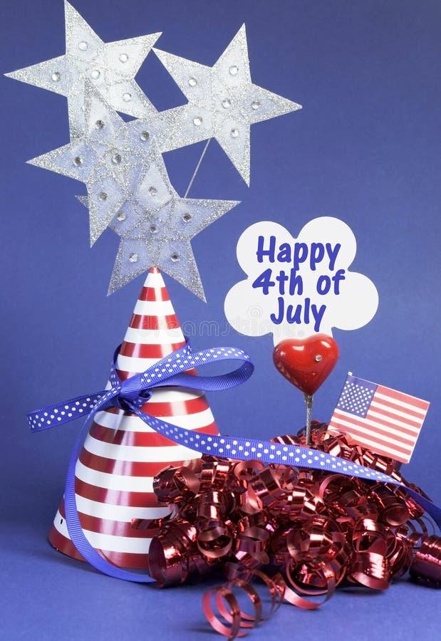 Quarto 4o feliz de decorações da tabela do partido de julho - vertical. fotografia de stock royalty free