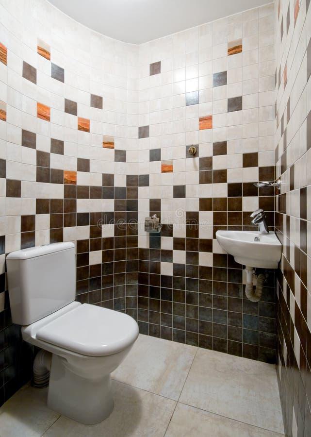 Quarto simples do toalete foto de stock