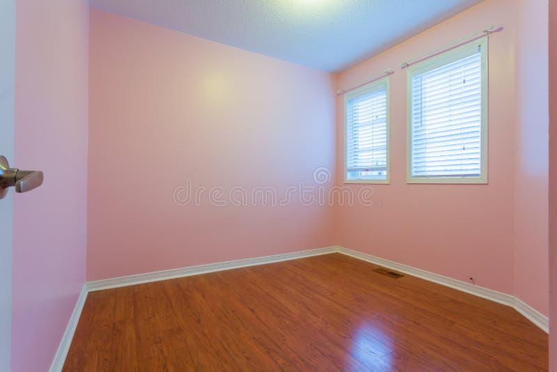 Quarto vazio na cor cor-de-rosa imagem de stock