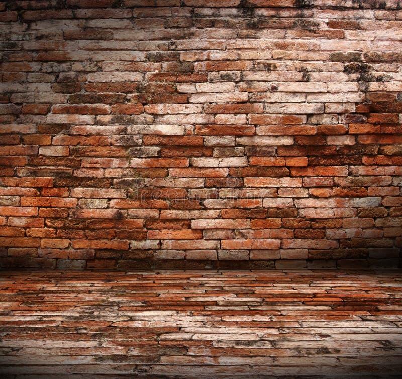 Quarto velho com parede de tijolo imagem de stock