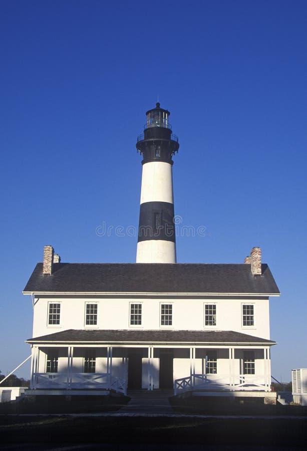 Quarts vivants et centre de visiteurs de Bodie Island Lighthouse sur le bord de la mer national du Cap Hatteras, OR photographie stock libre de droits
