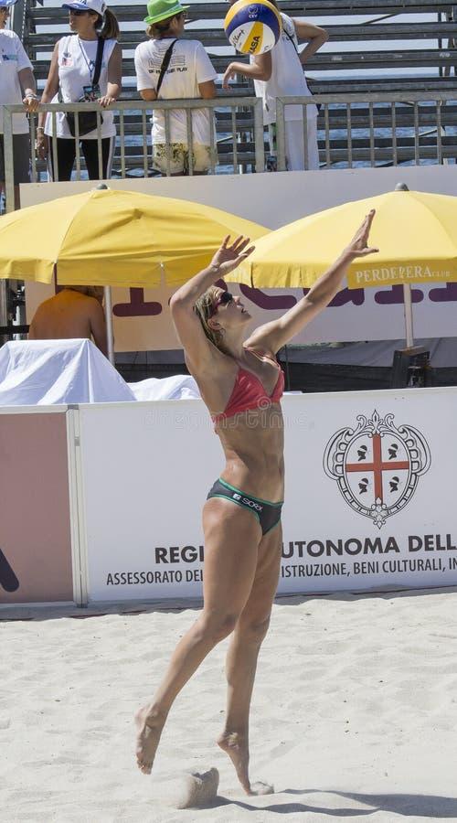 QUARTU S e , ITALIEN - 2014 am 7. Juni 2014: Europäischer Strand-Volleyball 2014 - das Turnier der Frauen - Poetto-Strand - Sardi lizenzfreies stockbild