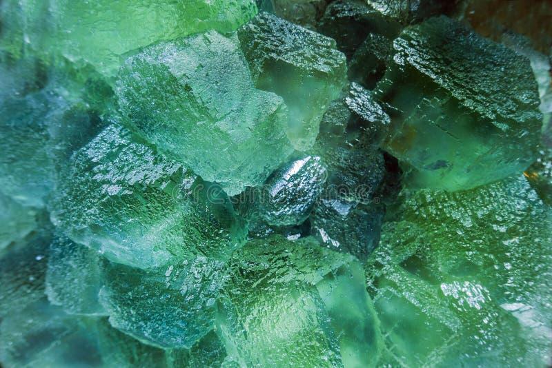 Quarz-Kristalle belichtet mit monocromatic Licht lizenzfreies stockfoto