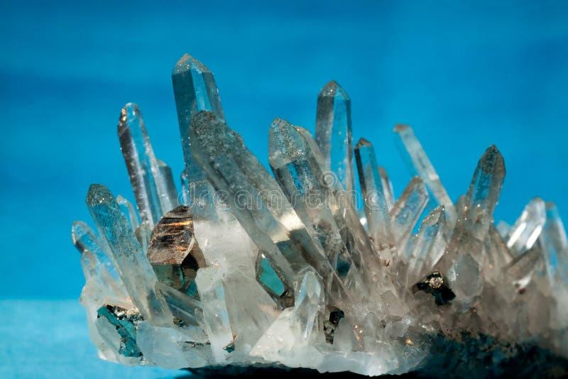 Quarz mit Pyrit täuscht die Goldkristalle, die ein gewachsen werden stockbilder