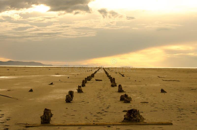 Quase por do sol no Great Salt Lake, Utá imagem de stock