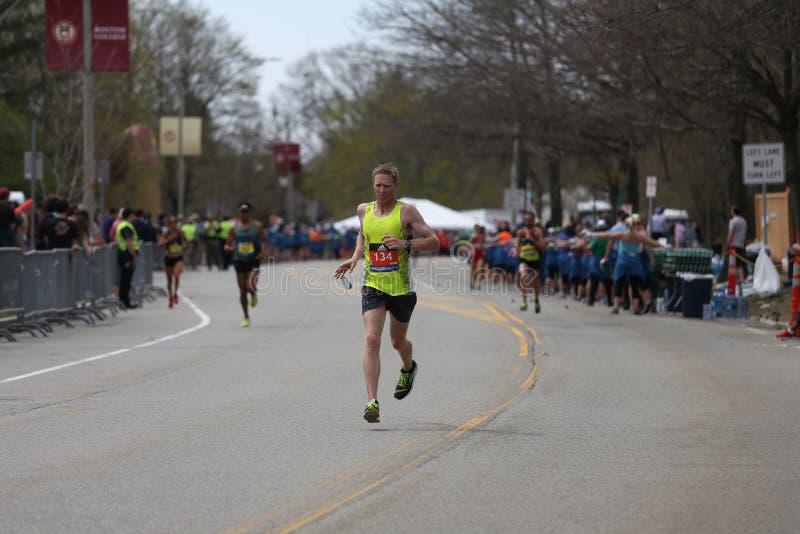Quasi 30000 corridori hanno partecipato alla maratona di Boston il 17 aprile 2017 a Boston immagini stock libere da diritti