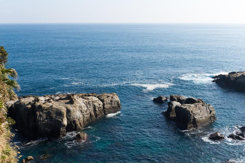 Quasinationalpark-Küstenlinie Nichinan Kaigan lizenzfreies stockfoto