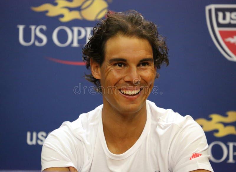 Quatorze champions Rafael Nadal de Grand Chelem de périodes de l'Espagne pendant la conférence de presse avant l'US Open 2015 image libre de droits