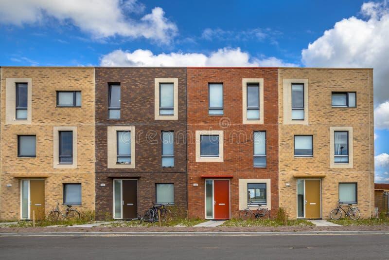 Quatre appartements sociaux modernes de logement images stock