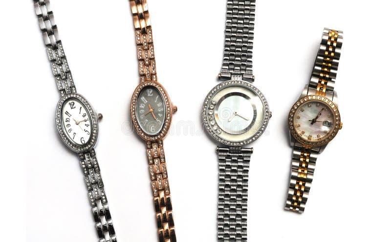 Quatre argent et or ont coloré des montres de dames de différentes forme et tailles images stock