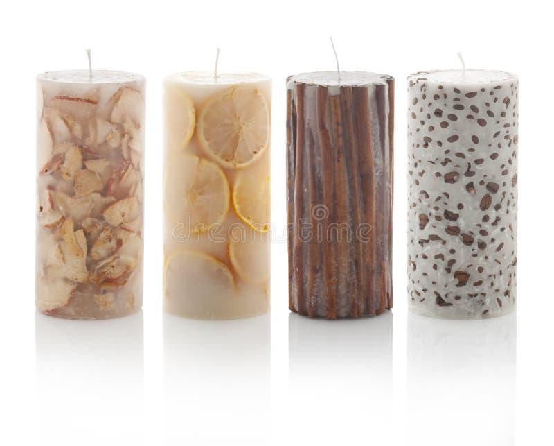 Quatre bougies flairées d'isolement sur le fond blanc Avec des chemins de picoseconde image stock