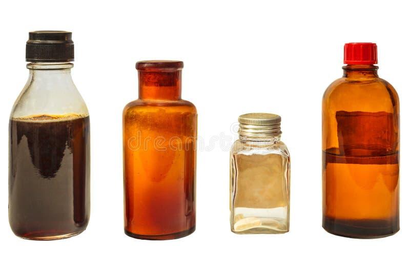 Quatre bouteilles de médecine de vintage d'isolement sur le blanc photographie stock