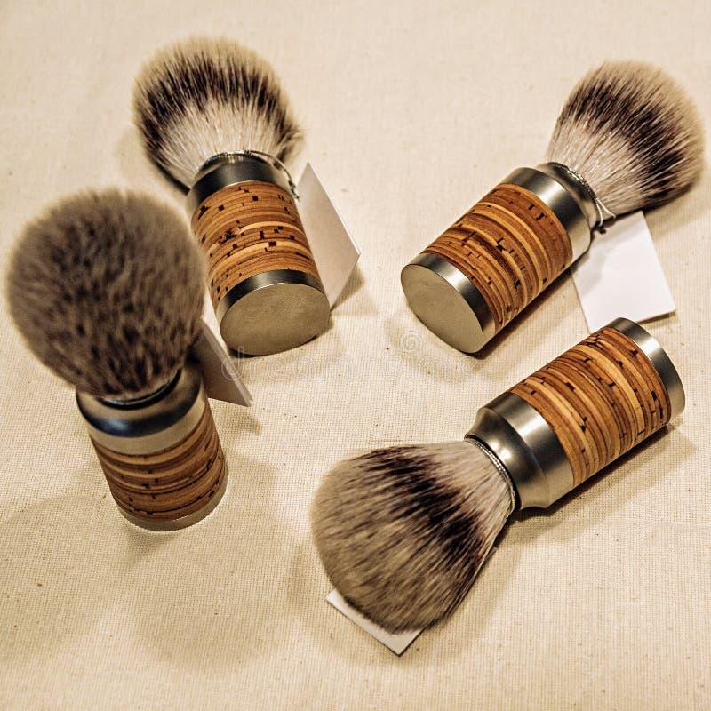 Quatre brosses de rasage en bois sur la toile image libre de droits