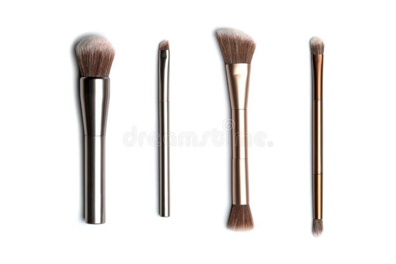 Quatre brosses en bronze- et de couleur argent brillantes de maquillage pour l'applyi photographie stock