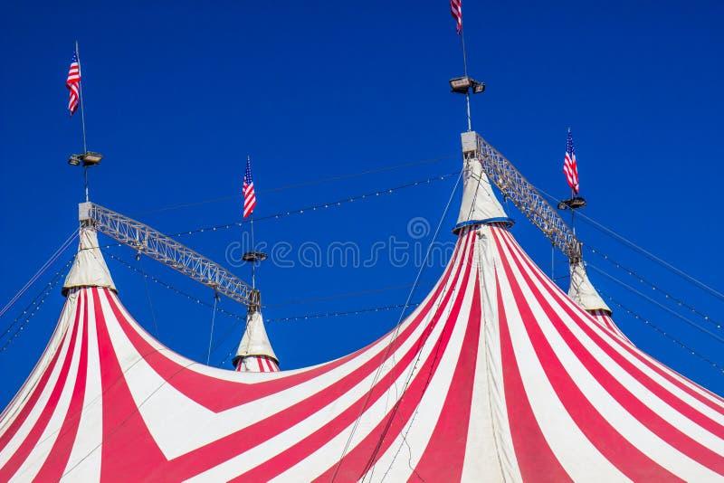 Quatre crêtes sur la tente de chapiteau de cirque photos stock